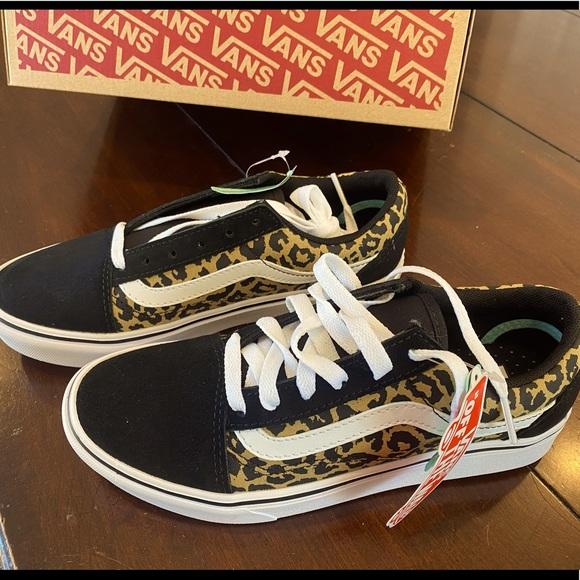 Vans Shoes   Nwt Vans Comfycush Girls Size 45 Leopard Print   Poshmark